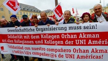 Gewerkschaftliche Organisierung muss sein! Am 9. April zeigte sich Frank Bsirske solidarisch mit Orhan Akman!