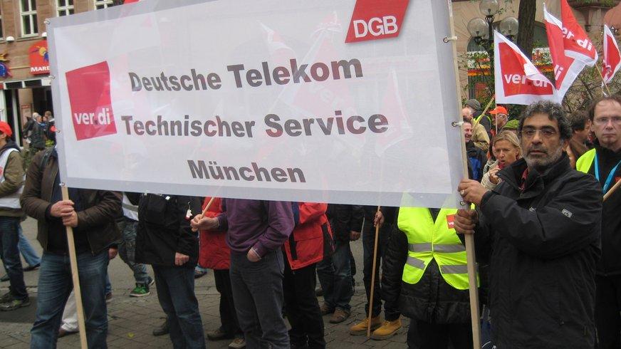 Foto mit Telekom-Beschäftigten bei der großen Demonstration am 13.11.2010 in Nürnberg
