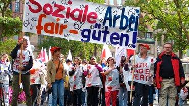 Streikende bei der Demo