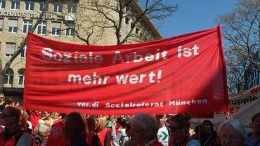 KollegInnen vom Sozialreferat München beim Warnstreik in Stuttgart 20.4.2015