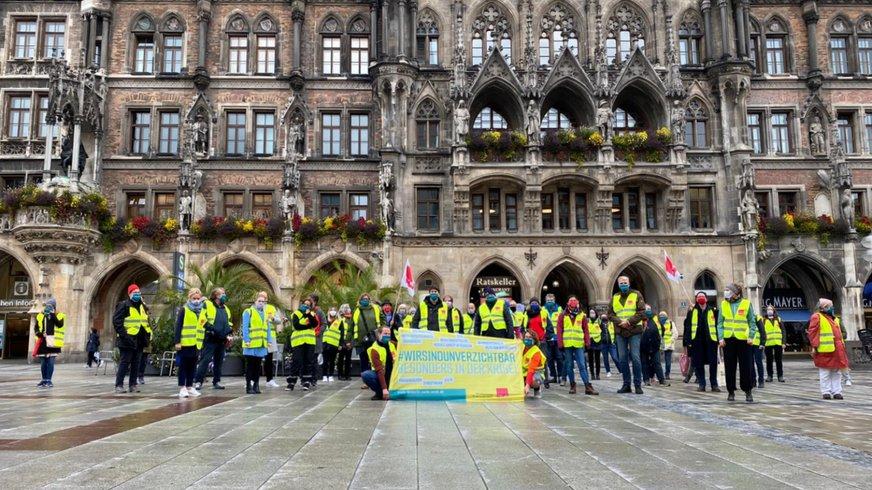 Sozialreferat München, Warnstreik 28.09.2020 BIld vor dem Rathaus.